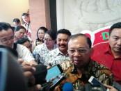 Gubernur Bali I Wayan Koster menghadiri puncak peringatan HUT PGRI dan Hari Guru Nasional tahun 2018 di Art Center Denpasar, Senin, 26 November 2018 - foto: Koranjuri.com