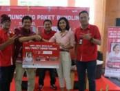 EVP Telkomsel Area Jawa Bali Agus Setiabudi (dua dari kiri) bersama GM Cellular World Malika Jiwaji (dua dari kanan) saat peluncuran Paket Bundling 'Tau Lite6' - foto: Ari Wulandari/Koranjuri.com
