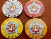 Pin kejujuran yang dikeluarkan SMK N 4 Purworejo - foto: Sujono/Koranjuri.com