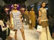 Gelaran Fashion show yang diadakan untuk memeriahkan HUT Ke-2 Level 21 Mall - foto: Istimewa