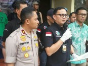 Satnarkoba Polres Metro Jakarta Barat menangkap mantan pesepakbola Chile, Claudio Martinez (38) alias yang juga aktor sinetron - foto: Bob/Koranjuri.com