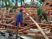 Kodam II/Sriwijaya mengerahkan ratusan pasukannya ke Provinsi Lampung untuk membantu menanggulangi dampak bencana tsunami - foto: Istimewa