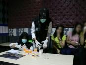 Tim gabungan Polres Kebumen, bersama dengan Kodim 0709, dan Satpol PP, menggelar Kegiatan Kepolisian yang Ditingkatkan atau KKYD, Sabtu (29/12) malam. Mereka menyasar kafe karaoke di daerah Sruweng - foto: Sujono/Koranjuri.com