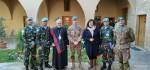 Persahabatan di Selembar Kain Ulos untuk Warga Lebanon Selatan