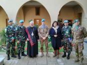Pemimpin Besar Agama Katolik Uskup Mgr. Mikhail Abrass di Keuskupan Tyre, Lebanon Selatan bersampir kain Ulos khas Sumatera Utara - foto: Istimewa