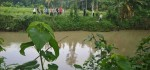 Terpeleset, Bocah SMP Hanyut di Sungai