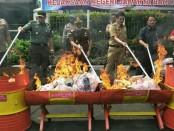Kejaksaan Negeri Jakarta Barat memusnahkan Barang Bukti (Barbuk) dari hasil kejahatan 950 perkara sepanjang tahun 2017-2018 - foto: Istimewa