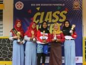 Para juara dalam lomba pada kegiatan class meeting di SMK Kesehatan Purworejo - foto: Sujono/Koranjuri.com