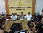 Direktur Reserse Kriminal Khusus (Direskrimsus) Polda Bali menggelar prescon terkait penetapan tersangka terhadap mantan Wagub Bali, I Ketut Sudikerta dalam perkara dugaan penipuan tanah, Senin, 3 Desember 2018 - foto: Koranjuri.com