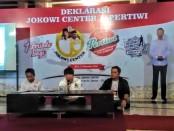 Keterangan foto:Pengacara Henry Indraguna saat menjadi narasumber di pos relawan Jokowi Centre, kota barat, Solo. / Foto: koranjuri.com