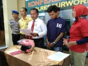 EB, warga Sidoharjo, Purwodadi, kini ditahan di Mapolres Purworejo karena membeli motor hasil curian - foto: Sujono/Koranjuri.com