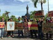 Ratusan wartawan di Bali menggelar aksi dengan tuntutan pencabutan remisi terhadap Nyoman Susrama dalam kasus pembunuhan wartawan. Aksi itu digelar di Monumen Bajrasandi, Renon Denpasar dan Kantor Wilayah Hukum dan HAM Provinsi Bali, Jumat, 25 Januari 2019 - foto: Istimewa