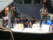 KRI Patimura-371 berhasil menggagalkan penyelundupan Belangkas atau Ketam Ladam di perairan Aceh - foto: Istimewa