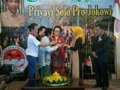 Ibunda Jokowi, Sujiatmi Notomiharjo menghadiri deklarasi Priyayi Solo Pro Jokowi, menggelar deklarasi di Dalem Tjokroningratan, Surakarta, Jawa Tengah, Minggu (6/1/2019) - foto: Djoko Judiantoro/Koranjuri.com