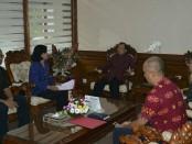 Gubernur Bali Wayan Koster menerima audiensi Direktur Panas Bumi EBTKE Kementerian ESDM RI, Ida Nuryatin Finahari di ruang kerjanya, Denpasar, Jumat, 18 Januari 2019 - foto: Istimewa