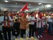Kepala staf kepresidenan, Muldoko bersama Akbar Tanjung dan Ustad Yusuf Mansyur dalam acara deklarasi JoSmart - foto: Koranjuri.com