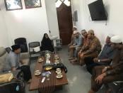 Jamaah Masjid Al Falah, Bambu Apus, Jakarta Timur, menolak HOAX dan Turut Serta Mensukseskan Pemilu Tahun 2019 Yang Aman - foto: Bob/Koranjuri.com