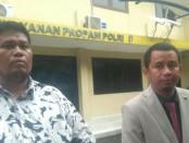 Orangtua korban didampingi Pengacara Elghama SH saat melaporkan ke Sentra Pelayanan Propam Polri Kamis (21/2/2019) - foto: Bob/Koranjuri.com