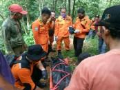 Jasad korban Sunarjo, saat dievakuasi tim gabungan SAR dan BPBD Kabupaten Purworejo - foto: Sujono/Koranjuri.com