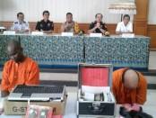Dua orang pelaku yang diamankan petugas Bea Cukai Ngurah Rai dalam kasus penyelundupan narkoba jenis sabu-sabu dan ganja - foto: Istimewa