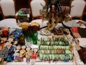 Kerajinan berbahan baku linen bekas yang dihasilkan oleh para perempuan dan anak-anak dipamerkan di acara malam Gala Dinner di Nusa Dua - foto: Istimewa