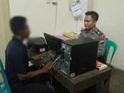 PR (50), warga Desa Kabuaran, Kecamatan Prembun, Kebumen, tersangka yang tega menghamili tetangganya sendiri, kini masih menjalani pemeriksaan polisi - foto: Sujono/Koranjuri.com