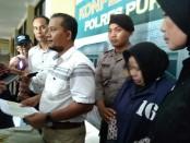 DS, oknum guru warga Pangenrejo, Purworejo, yang telah melakukan perbuatan dugaan penipuan dana calon haji, kini ditahan di Mapolres Purworejo - foto: Sujono/Koranjuri.com