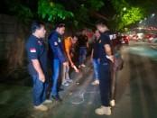 Petugas Kepolisian dari satuan Reskrim Polres Metro Jakarta Barat menyelidiki Kasus pembegalan yang terjadi di jalan Daan Mogot, Kelurahan Kedoya Utara, Kebon Jeruk, Jakarta Barat - foto: Istimewa