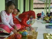 Seratusan anak ramaikan Festival Gebyar PAUD IGTK PGRI Bayan 2019 di kompleks kantor PPK Banyan, Purworejo, Jum'at (15/3/2019) - foto: Sujono/Koranjuri.com
