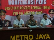 Kabid Humas Polda Metro Jaya, Kombes Pol Raden Prabowo Argo Yuwono menggelar preskon pengungkapan kasus pencurian dengan kekerasan dengan modus sopir taksi online, Senin, 18 Maret 2019 - foto: Bob/Koranjuri.com