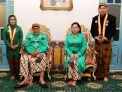 Bupati Purworejo Agus Bastian dan istri, bersama Raja Surakarta SISKS Paku Buwono (PB) XIII - foto: Sujono/Koranjuri.com