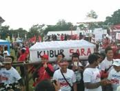 Kampanye di Solo, pendukung capres nomer urut 01 Jokowi mengusung peti mati simbol terkuburnya hoaks dan isu Sara - foto: Djoko Judiantoro/Koranjuri.com