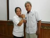 Rektor Universitas Dwijendra terpilih Dr. Ir. I Gede Sedana, M.Sc., MMA (kiri) bersama kandidat rival Dr. Ir. I Gusti Ngurah Tri Adiputra, MT. (Kanan) - foto: Koranjuri.com