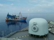 KRI Usman Harun-359 Unsur Satuan Kapal Eskorta (Satkor) Koarmada I kembali berhasil menangkap 2 Kapal Ikan Asing Vietnam yang melaksanakan kegiatan Ilegal Fishing di Laut Natuna Utara, Sabtu (13/4/2019) - foto: Istimewa
