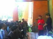 Gubernur Bali I Wayan Koster ditemani Wakil Gubernur Tjokorda Oka Artha Ardhana Sukawati menggelar keterangan pers di Rumah Jabatan Gubernur Bali Jaya Sabha, Kamis, 18 April 2019 - foto: Koranjuri.com