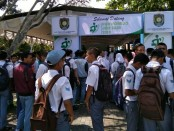 Ribuan pencari kerja, memadati bursa kerja Job Fair 2019, yang berlangsung selama dua hari, dari Senin (22/4) hingga Selasa (23/4), di aula SMK N 1 Purworejo - foto: Sujono/Koranjuri.com