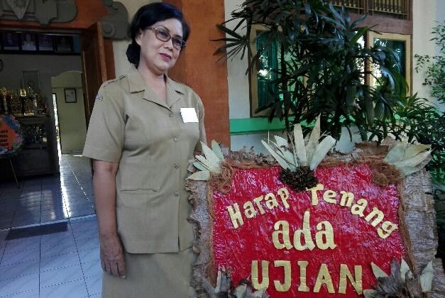 Kepala SMP Negeri 7 Denpasar Titik Wahyani - foto: Koranjuri.com