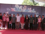 Foto bersama siswa berprestasi, ketua komite SMA Negeri 7 Denpasar dalam acara pelepasan siswa pada Senin, 22 April 2019 - foto: Istimewa