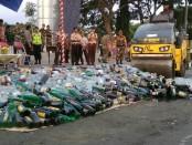 Pemusnahan miras hasil operasi Polres Purworejo selama bulan Ramadhan - foto: Sujono/Koranjuri.com