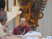 Gubernur Bali Wayan Koster menerima pemaparan dari PT WIKA sebagai induk perusahaan motor Gesits di rumah jabatan Gubernur Bali, Jayasabha, Senin, 6 Mei 2019 - foto: Istimewa