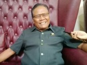 Kepala sekolah SMK PGRI 3 Denpasar I Nengah Madiadnyana - foto: Koranjuri.com