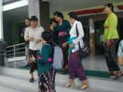 Dinsos Bali bersama pihak Yayasan Maha Boga Marga di RSUD Mangusada, Kamis (16/5/2019) - foto: Istimewa