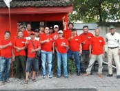 Banteng Solo Tengah menggelar kegiatan bagi-bagi takjil di Timuran, Kecamatan Banjarsari, Solo, Jumat, 17 Mei 2019 - foto: Istimewa