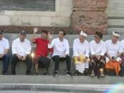 Bersama Gubernur Bali Wayan Koster, Menteri PUPR Basuki Hadimoeljono dan pejabat Pemkot Denpasar, Presiden Jokowi menyapa masyarakat dari Taman Sungai di Tukad Badung, Denpasar, Sabtu, 18 Mei 2019 - foto: Istimewa