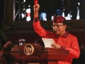 Gubernur Bali Wayan Koster membacakan sambutan pada peringatan Hari Lahir Pancasila 1 Juni 2019 di Taman Budaya Denpasar - foto: Istimewa