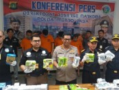 Kabid Humas Polda Metro Jaya Raden Prabowo Argo Yuwono bersama Unit 2 Subdit II Ditresnarkoba menggelar keterangan pers, Kamis, 13 Juni 2019 - foto: Istimewa