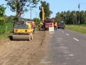 Proses perluasan lahan untuk pekerjaan pelebaran dan peningkatan jalan di jalan Kutoarjo-Ketawang - foto: Sujono/Koranjuri.com