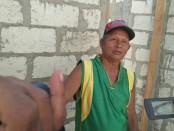 Salah satu warga penerima bantuan bedah rumah di Desa Daleholu, Kabupaten Rote Ndao - foto: Isak Doris Faot/Koranjuri.com