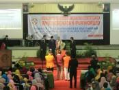 Suasana wisuda dan sumpah profesi Asisten Tenaga Kesehatan SMK Kesehatan Purworejo, Sabtu (15/6), di aula Universitas Muhammadiyah Purworejo - foto: Sujono/Koranjuri.com