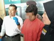 Edarkan Pil sapi, PAW, warga Senepo Timur, Kutoarjo, kini ditahan polisi dengan sejumlah barang bukti - foto: Sujono/Koranjuri.com